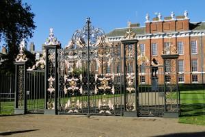 Das berühmte Tor des Kensington Palace.